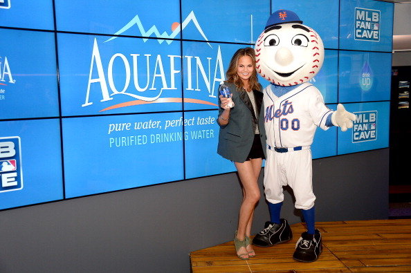 """Aquafina Celebrates The New National Campaign, """"Pledge. Drink. Win"""", Encouraging Kids To Drink More Water With Curtis Granderson And Chrissy Teigen"""